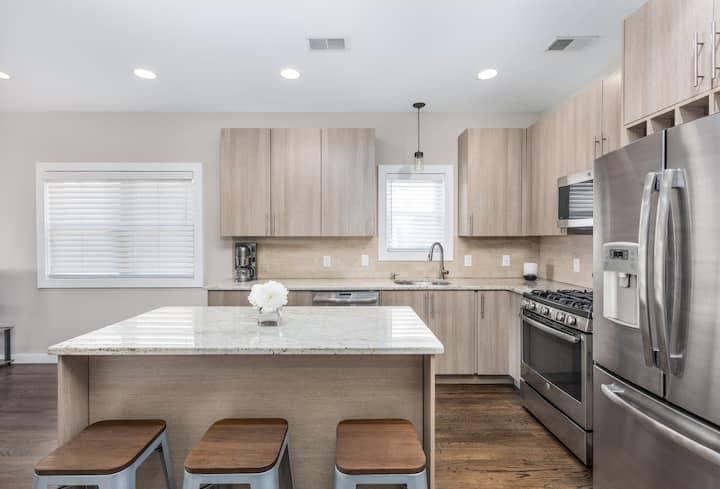 Modern 2BD/2BA Apartment 5 Min to NYC-Free Parking
