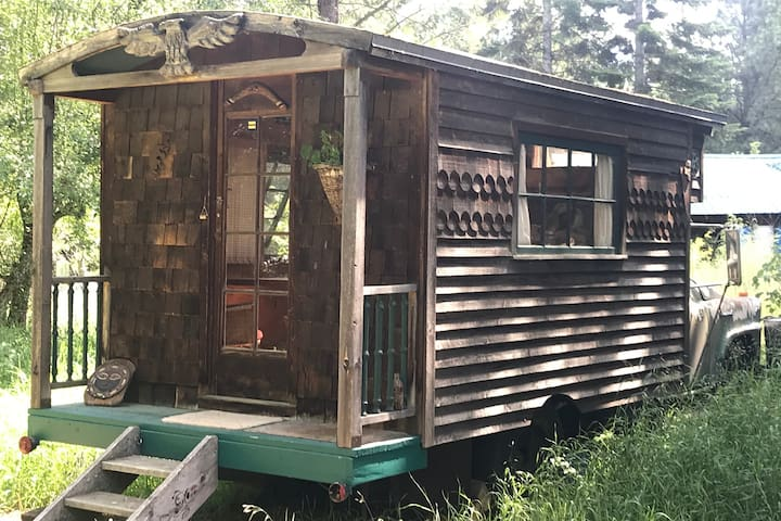 Gypsy Caravan tiny house minutes from Sandpoint