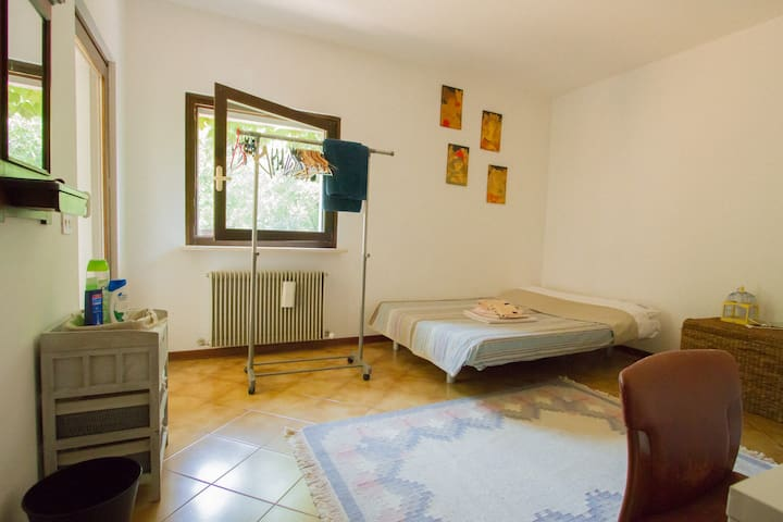 guest's bedroom