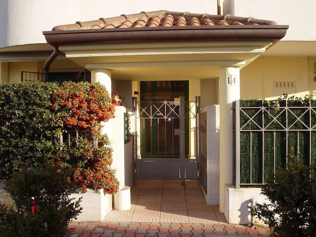 Pratico e accogliente appartamento - Seregno  - Apartamento