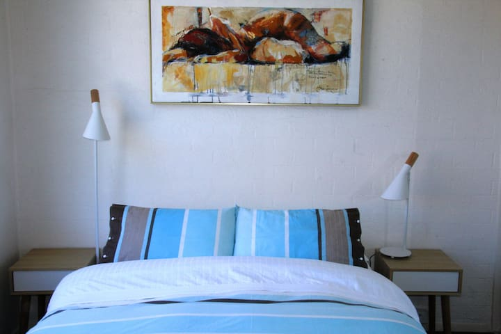 Light and cosy bedroom with a queen bed