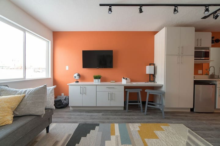 Cedar Falls Micro-Apartment (Weekly/Monthly)