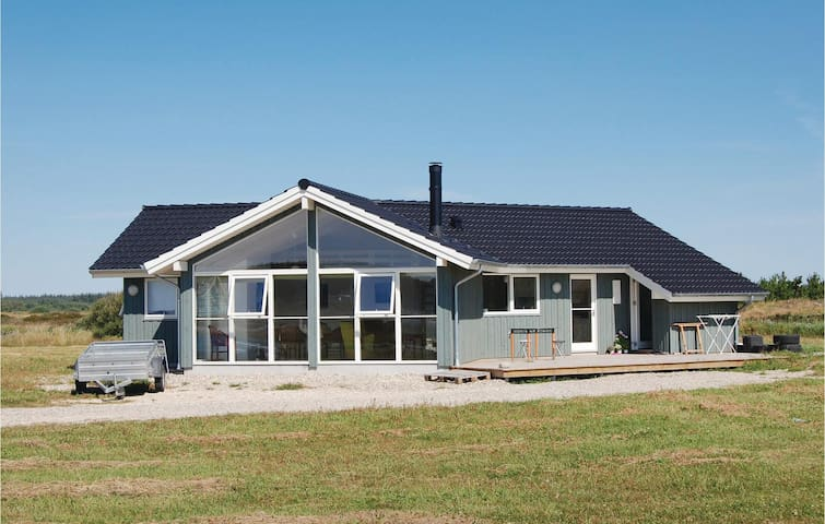 Holiday cottage with 3 bedrooms on 102 m² in Brovst
