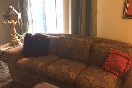 COZY COUCH FOR 1 DEN, SHARED BATH, - Memphis