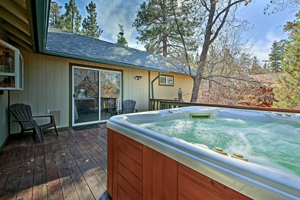 Suitable for up to 6 travelers, this cabin features a private hot tub and fenced-in backyard.