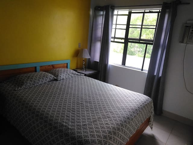 1 bedroom home,$40-55/day all incl. near beach!