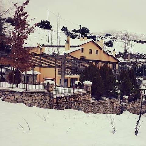 MOUSES GUESTHOUSE KALAVRYTA - Kalavrita - Gästehaus