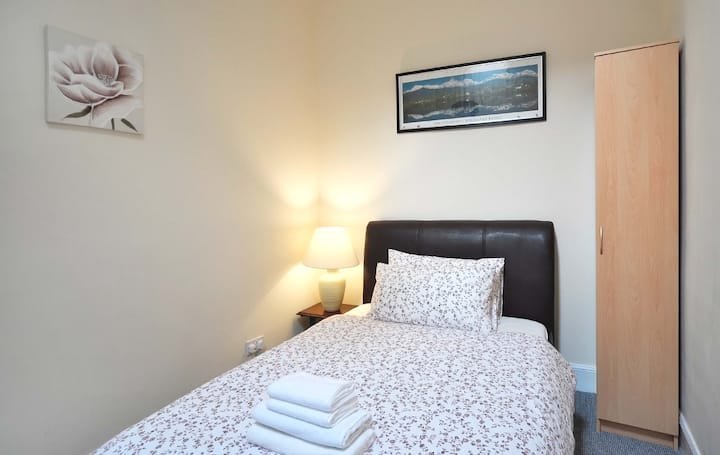 in-suite  double bed room In Musselburgh