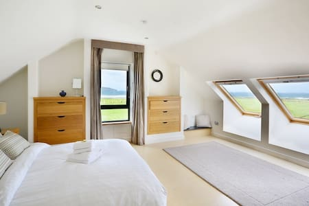 SALONE HOUSE -WOW- Amazing property with sea views - Kilcummin - บ้าน