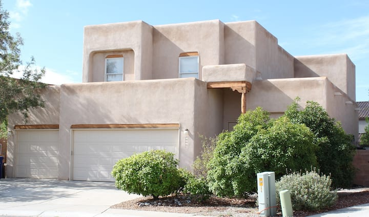 Balloonist's Landing: Large 5BR/3Ba Close to I-40