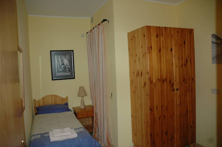 31, Memories B&B Single bed Bedroom
