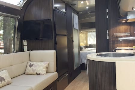 "25' International Airstream ""Judy"""
