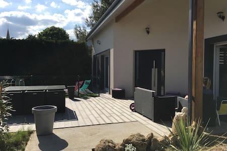 Maison a étage avec piscine - Cadaujac