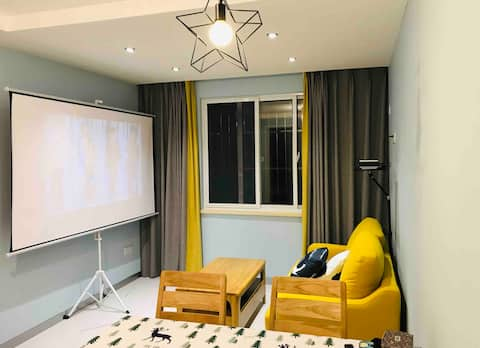 [Yuechu] Le centre-ville est proche de Suning Eight Hundred Companions/Near West Tianjin Wat Wanda 100 pouces projection/Full solid wood home with its own Literature and Arts Academy Bus Direct to all attractions