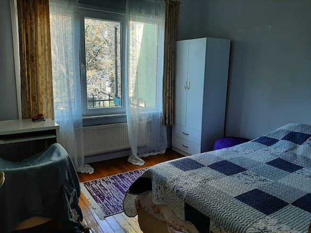 Kadıköy merkezde kadın misafirlere kiralık oda...