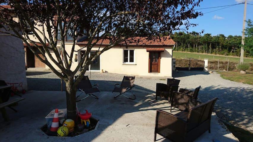 Beau gîte entièrement neuf & équipé - Saint-Sixte, Auvergne-Rhône-Alpes, FR - Dom