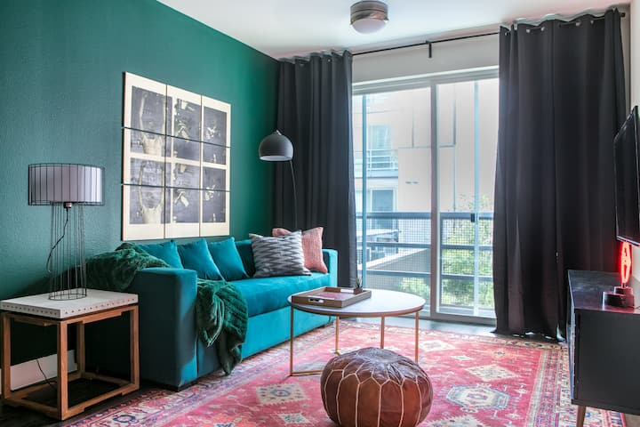 WanderJaunt | Shoemaker | 1BR | The Domain