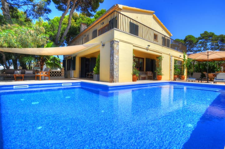 Villa Oblada in just 30 METRES from the BEACH, with PRIVATE POOL & TERRACE
