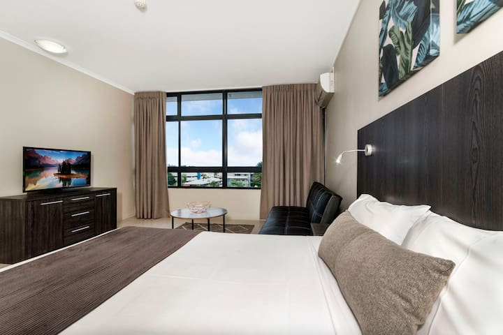 Studio Apartment - Cairns.  Free Wi-Fi
