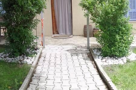 Maison avec jardin au pied des grès d'Annot