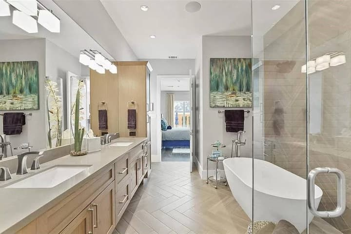 $1M+ Luxury Home near SMU, Shopping, and Dining