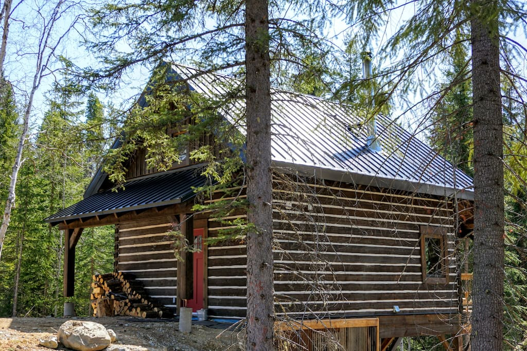 Handcrafted Dovetail Log Cabin. Your base for mountain life!