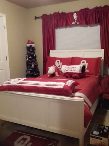 The OU Room - Skiatook - Casa