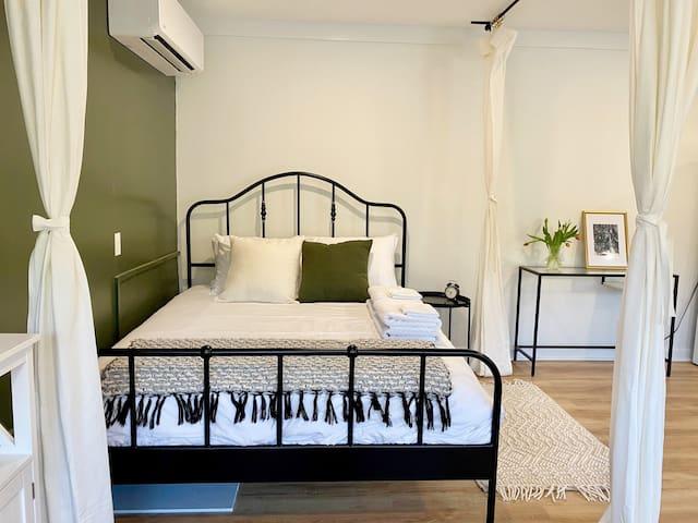 """""""Bedroom"""" area - 1 queen bed"""