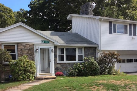 Family friendly 3BD/2BR - Newton