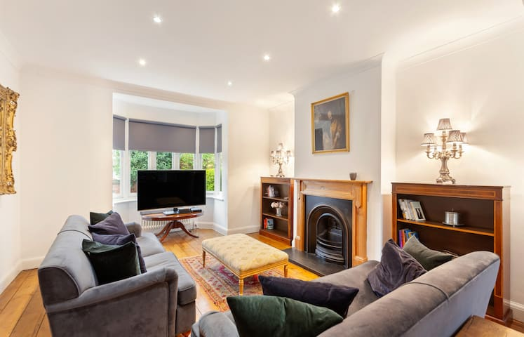 Bright & Spacious 4-Bed House, close to Tube