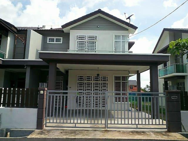 GUEST HOUSE DE LENTE - Kangar - House