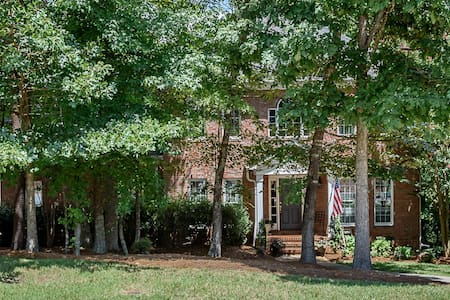 Exceptional Elon Nature Brick Home - Gibsonville - Hus
