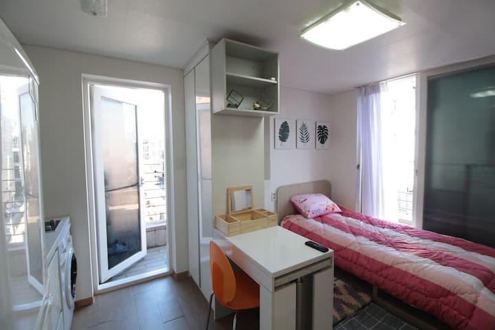 sunny's house~~주차무료,wifi free,역삼역5분^^탑층에 넓은테라스.
