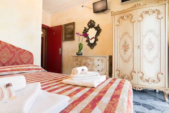 Golden Venetian Room near train-bus