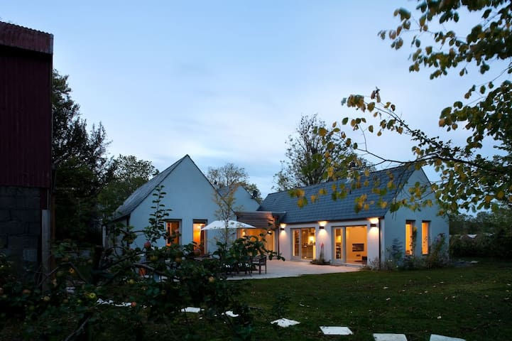 Renovated country cottage, close to Dublin