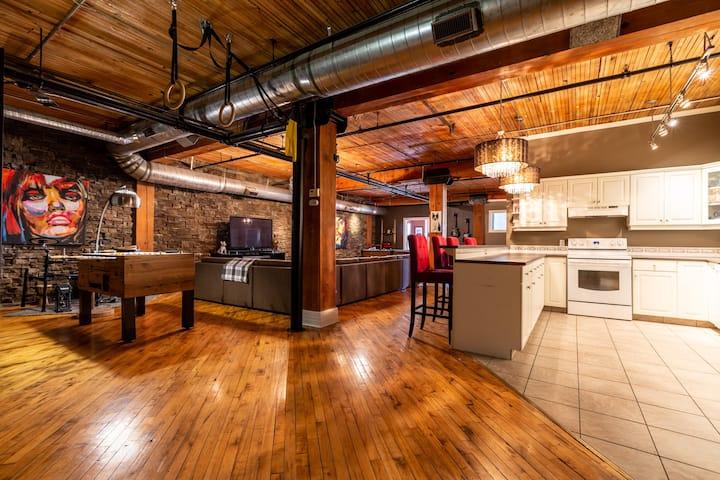 Stylish & Unique Warehouse Loft
