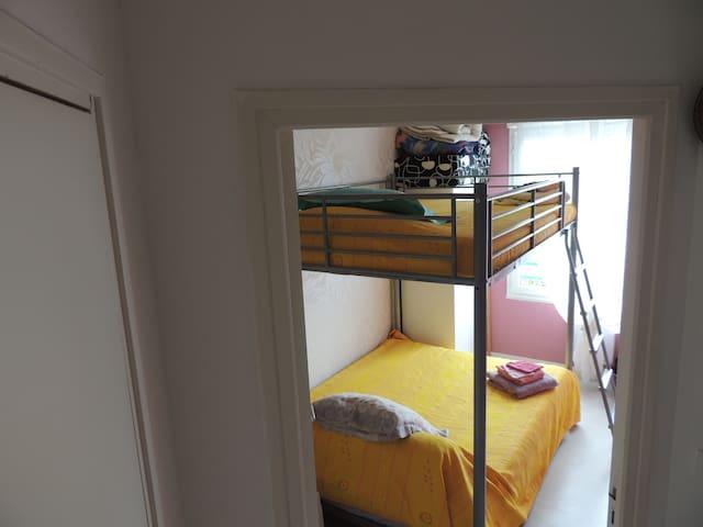2ème chbre double lits de 140X190 cm à l'étage