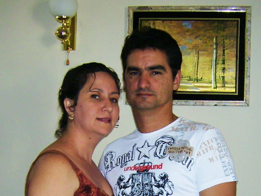 Liset y Eddy (sus anfitriones)