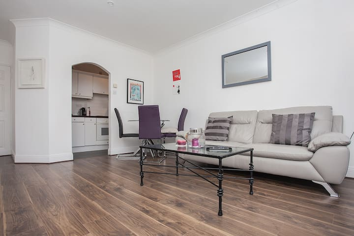 1-Bed Apt with Balcony near Dublin's Main Venues - Ringsend - Apartamento