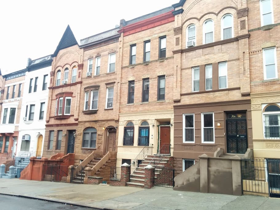 Manhattan townhouse near subway apartments for rent in for Townhouse for rent nyc