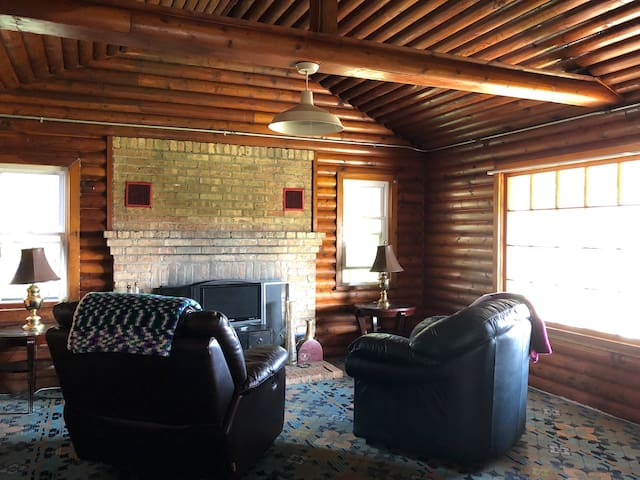 Quiet Comfortable Cozy Cabin