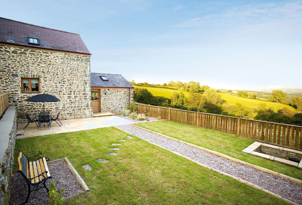 Teal Cottage, situated within stunning countryside with wonderful views