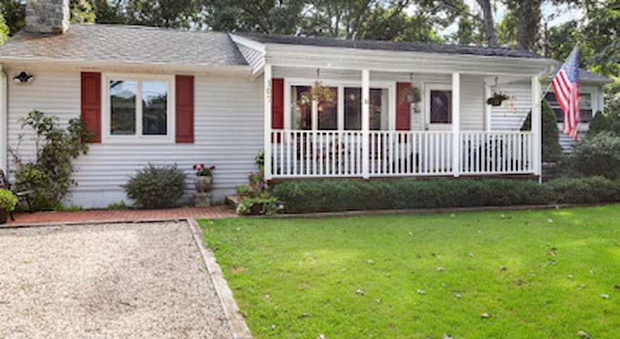 Cozy Ranch in Walking distance of Beach Montauk