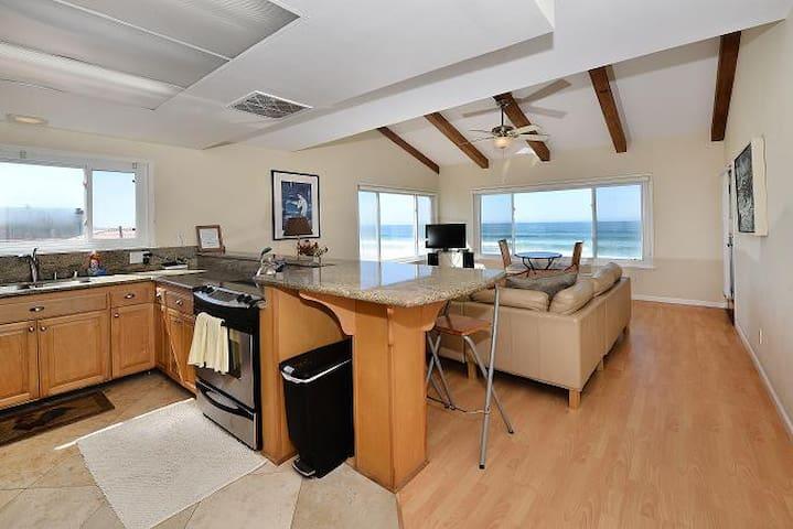 Mermaid's Penthouse, COZY 2 Bedroom OCEAN FRONT