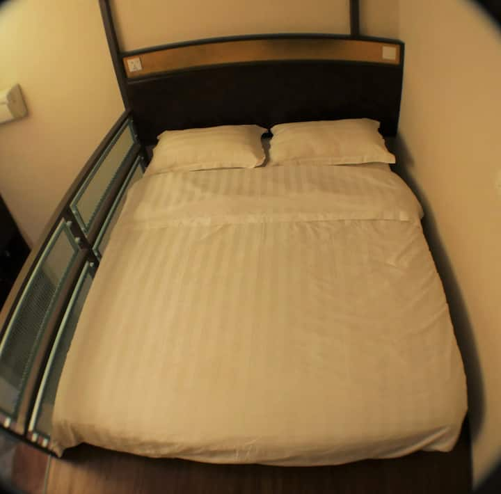 Travel Hub Highstreet - Double Bed in 5