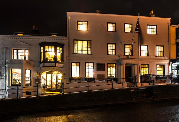 Stanwell House Hotel