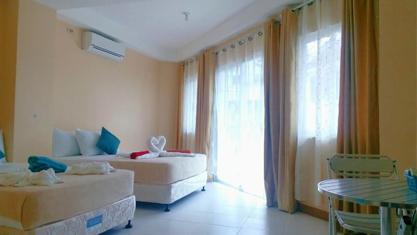 PrivateBR 4guests w/ Terrace WhiteBeach Sta.2 - Malay - Apartment
