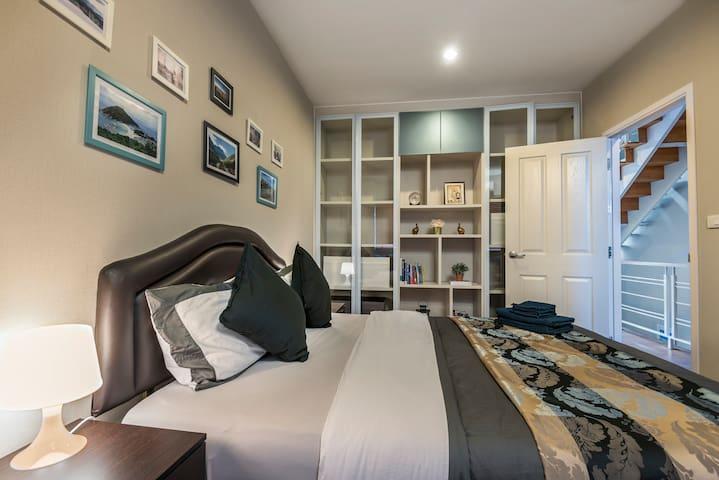 1st Bedroom - Floor2