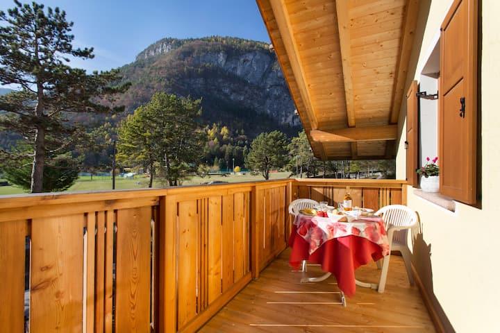 Casa Nonni: sunny apartment on Lake Molveno