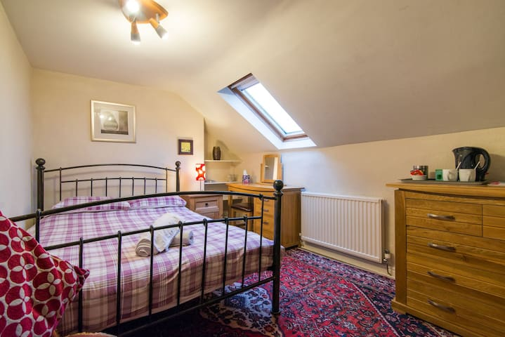 Characterful B&B - central Buxton (2)